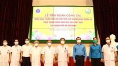 Hơn 300 y, bác sĩ cùng 8 tấn trang thiết bị từ Bệnh viện Việt Đức vào TP.HCM