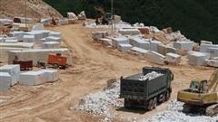 Ngang nhiên khai thác đá trái phép với quy mô lớn