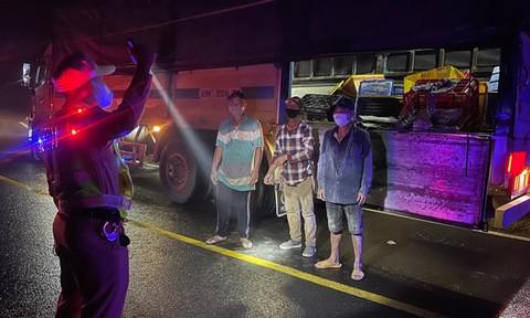 Lâm Đồng: Phát hiện 7 người trốn trên 4 xe tải vào TP.Đà Lạt