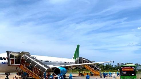 Chuyến bay đặc biệt đưa 190 công dân Hà Tĩnh từ vùng dịch về quê