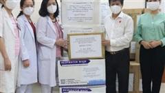 Hội Nhà báo TP HCM thăm, động viên đội ngũ y tế