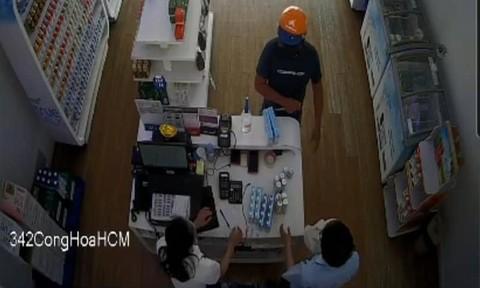 Bắt gọn đối tượng dùng dao cướp tài sản tại cửa hàng sữa ở TPHCM