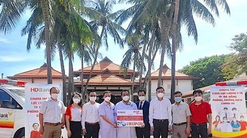 Đà Nẵng tiếp nhận 2 xe cứu thương do doanh nghiệp trao tặng