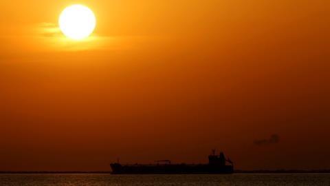Thương mại dầu Nga-Mỹ và trừng phạt thời thế giới đa cực