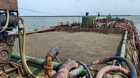 TP HCM: Vận chuyển cát từ biển vào Cần Giờ, bị kiểm tra, trình giấy hết hiệu lực
