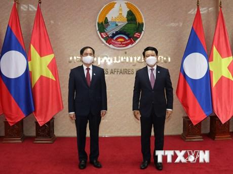 Bộ trưởng Bộ Ngoại giao làm việc với Bộ trưởng Ngoại giao Lào