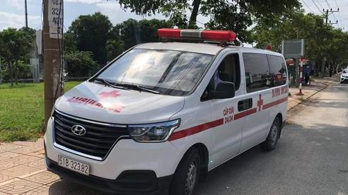 Xe cấp cứu 'chở người dương tính SARS-CoV-2' vượt chốt trên QL 51