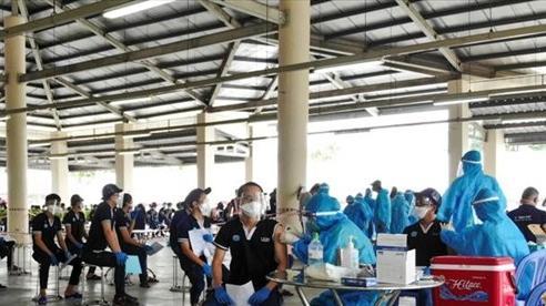 Bình Dương tiêm vaccine ngừa Covid-19 cho công nhân