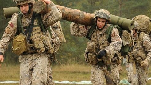 Latvia ban bố tình trạng khẩn cấp, lo ngại xung đột vũ trang với Belarus