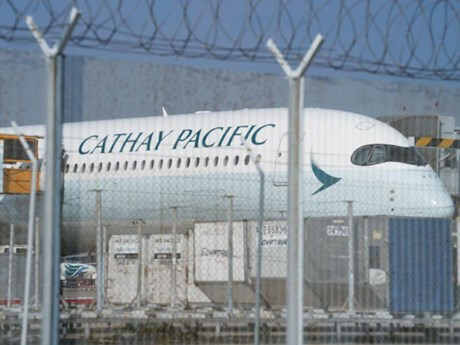 Cathay Pacific thu hẹp mức lỗ, lượng khách qua Heathrow phục hồi