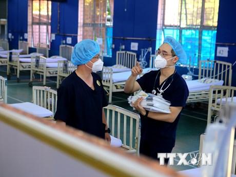 Chuyển trường học thành bệnh viện dã chiến điều trị bệnh nhân COVID-19