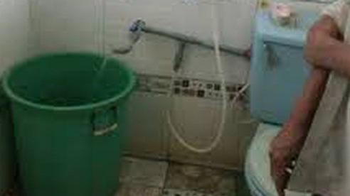 Cháu bé hơn 1 tuổi chết trong xô nước tại nhà giữ trẻ hộ