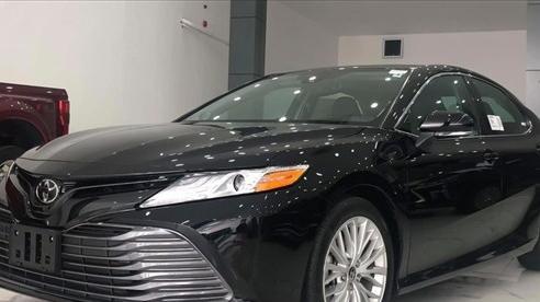 Cuộc chiến xe sedan giá 1 tỷ: Toyota Camry 'ế ẩm', Kia Optima mất hút
