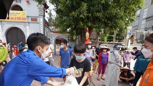 Suất cơm '0 đồng' cho người nghèo ở Hà Nội