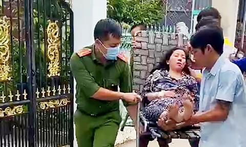 Công an phường đưa bệnh nhân bị phù não hôn mê đi cấp cứu