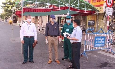 Hội Cựu chiến binh tỉnh Khánh Hòa tặng quà chốt kiểm soát phòng, chống dịch