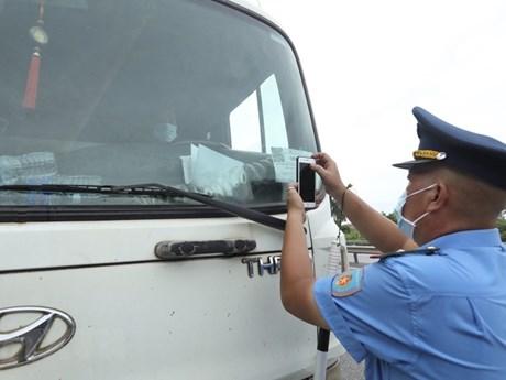 Xử lý nghiêm xe sử dụng 'luồng xanh' giả qua chốt kiểm dịch