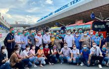Bộ trưởng Bộ Y tế cùng hơn 100 y, bác sĩ từ Hà Nội vào TP HCM chống dịch Covid-19