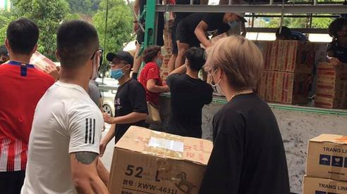 Hơn 100 tấn nhu yếu phẩm đang trên đường đến các tỉnh phía Nam