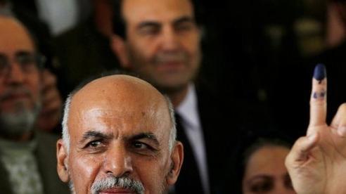 Tổng thống Afghanistan tháo chạy trước Taliban vốn không được lòng Mỹ và phương Tây