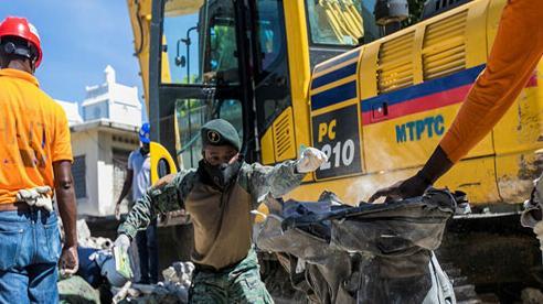 Số người chết trong trận động đất kinh hoàng ở Haiti lên hơn 1.200