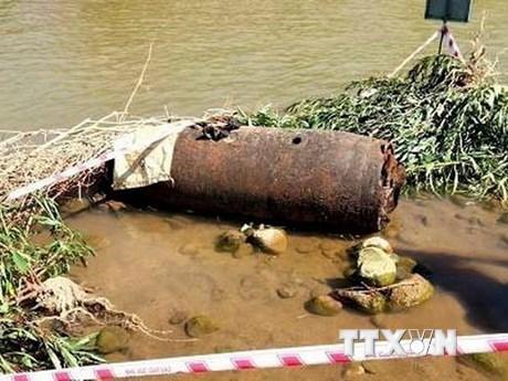 Quảng Ngãi: Phát hiện quả bom dài hơn 1m trên sông Trà Khúc