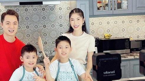 Bà xã Đăng Khôi tiết lộ bí quyết đi chợ và kiếm tiền 'cực thông minh' khi suốt ngày ở trong nhà