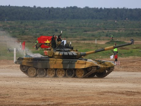 Mãn nhãn dàn xe tăng đội Việt Nam bắn hiệu chỉnh vũ khí tại Army Games