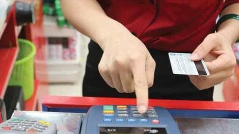 Chủ thẻ tín dụng được giảm lãi, miễn phí trả chậm