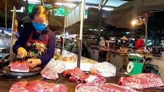 Giá lợn hơi giảm, người tiêu dùng vẫn mua thịt giá cao