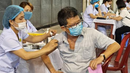 Hải Phòng: Người dân thấy yên tâm khi được tiêm vaccine trong dịch COVID-19