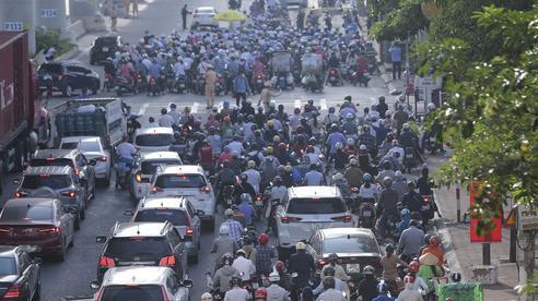 Hà Nội quyết định dùng mẫu giấy đi đường cũ: 'Sự điều chỉnh kịp thời, lắng nghe, hợp lòng dân'