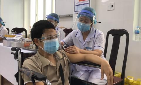 Cần Thơ: Tiêm vắc xin Covid-19 cho 160 người khuyết tật
