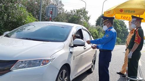 Kiểm soát người ra đường không lý do chính đáng, nhiều tổ tuần tra được huy động dịp cuối tuần