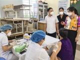 Lãnh đạo huyện Gia Lâm thăm hỏi, động viên lực lượng y tế tỉnh Bắc Ninh hỗ trợ huyện chống dịch