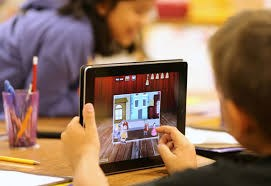 Nước Anh ban hành luật bảo vệ trẻ em trên không gian mạng