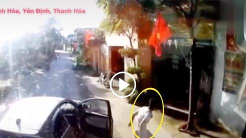 Hai thanh niên cầm gạch chặn đầu xe tải quyết 'ăn thua'