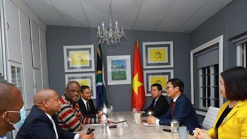 Đại sứ Hoàng Văn Lợi thăm và làm việc tại tỉnh Northern Cape, Nam Phi
