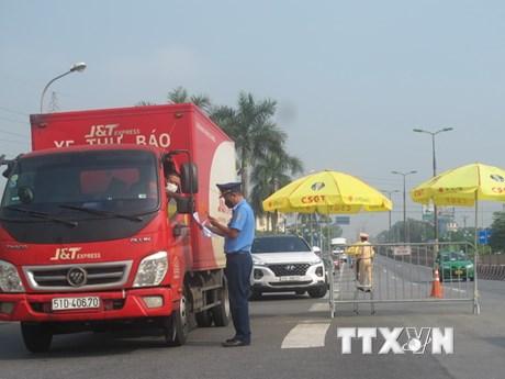 Lá chắn 'sống' chốt chặn, ngăn dịch nơi cửa ngõ thủ đô Hà Nội