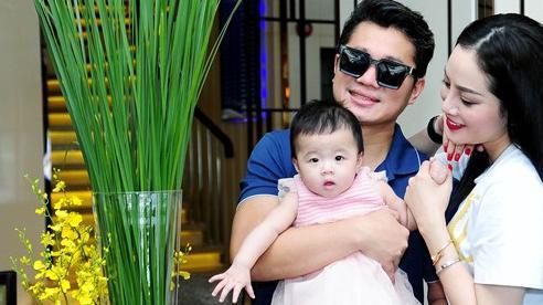 Ca sĩ Lâm Vũ lần đầu khoe ảnh vợ và con gái