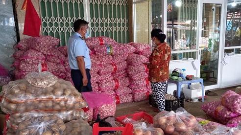 Kiểm tra, phát hiện 4,2 tấn tỏi Trung Quốc vi phạm nhãn tại Tiền Giang