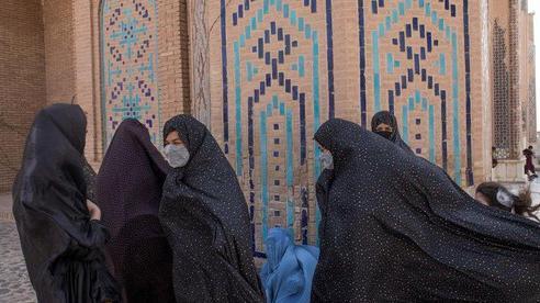 Taliban cho phép phụ nữ Afghanistan học đại học