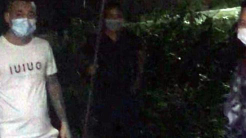 Đưa nạn nhân bị nhóm xăm trổ mang dao phóng lợn hành hung trong đêm đi giám định thương tích