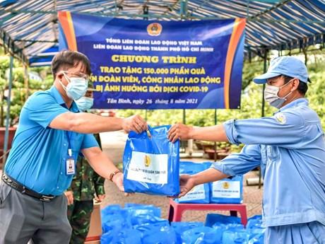 Gần 45.000 ca nhiễm COVID-19 là công nhân, viên chức lao động