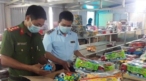 Phá kho chứa đồ chơi Trung Thu lớn nhất từ trước đến nay tại Nam Định