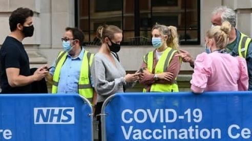 Covid-19: Ukraine công bố hộ chiếu vaccine; 99% ca tử vong tại Anh chưa tiêm chủng đầy đủ