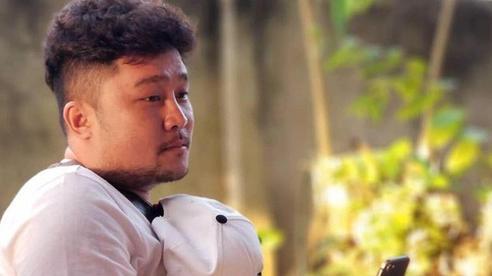 Ca sĩ Lou Hoàng bị liệt nửa mặt