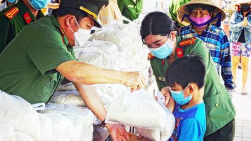 Bộ Tài chính mua thêm gạo để hỗ trợ người khó khăn do Covid-19