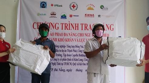 Trao tặng 1.000 áo phao cứu sinh đa năng cho ngư dân Đà Nẵng