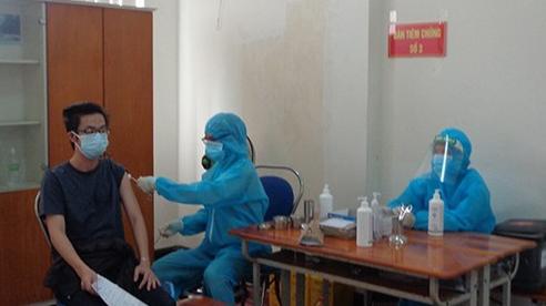 Khánh Hòa đặt mục tiêu đến hết tháng 9 tiêm xong vaccine cho người hơn 18 tuổi